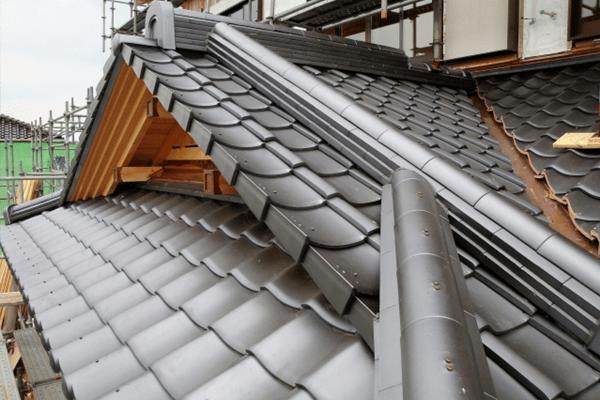 既存の屋根材が瓦屋根の場合