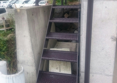 山梨県都留市 O様邸 外階段の塗装