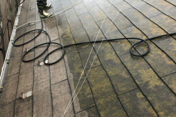 山梨県中巨摩郡にて屋根洗浄作業!