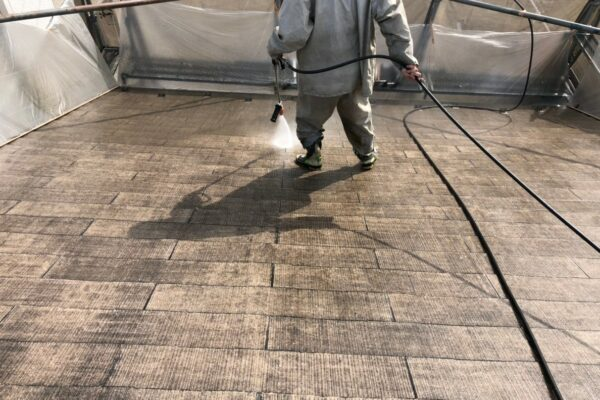 山梨県南都留郡にて屋根洗浄作業!