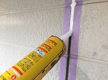 山梨県中巨摩郡にて外壁塗装用の目地シール材打ち作業!