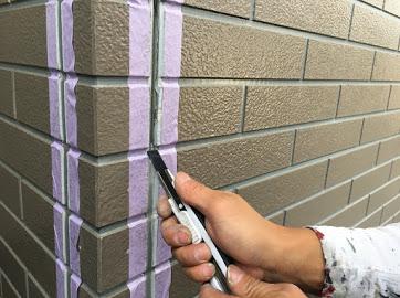山梨県中巨摩郡にて外壁塗装用の目地シール材撤去作業!