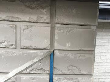 山梨県中巨摩郡にて外壁塗装用のコーキング撤去作業!