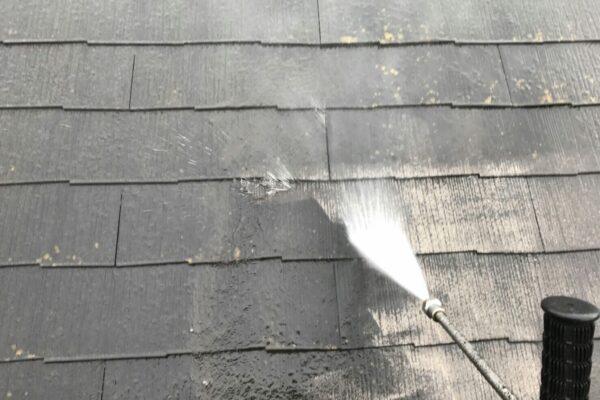 山梨県富士吉田市にて屋根洗浄作業!